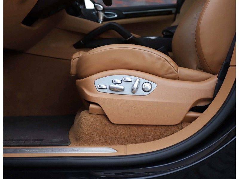 Porsche Cayenne Turbo *SportDesign*Pano*360cam*Chrono*Soft-Close* afbeelding 24