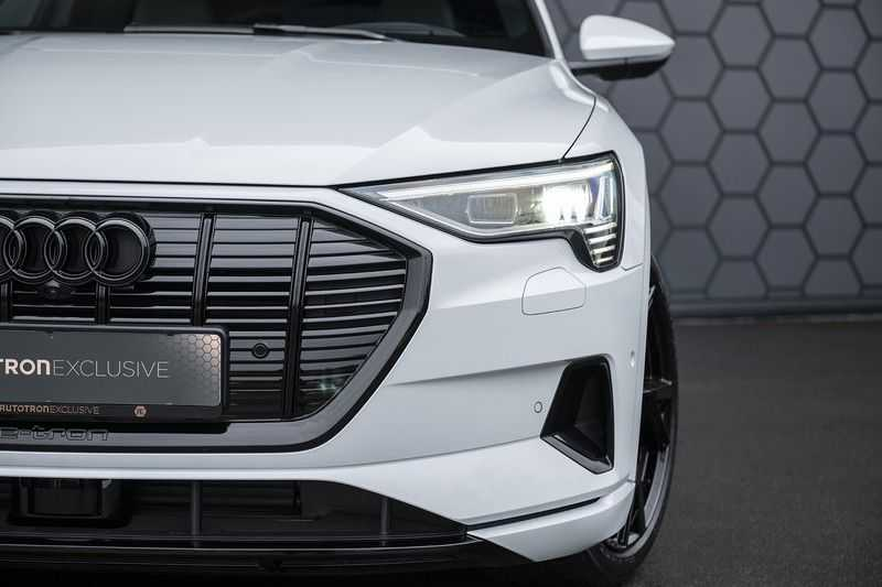 "Audi e-tron e-tron 55 quattro advanced Pro Line S 4% bijtelling!! DEC. 2018!! € 146,- netto bijtelling pm! Head-up + B&O etc. Tot januari 2024 4% bijtelling!! Prijs inclusief 22"" velgen afbeelding 15"