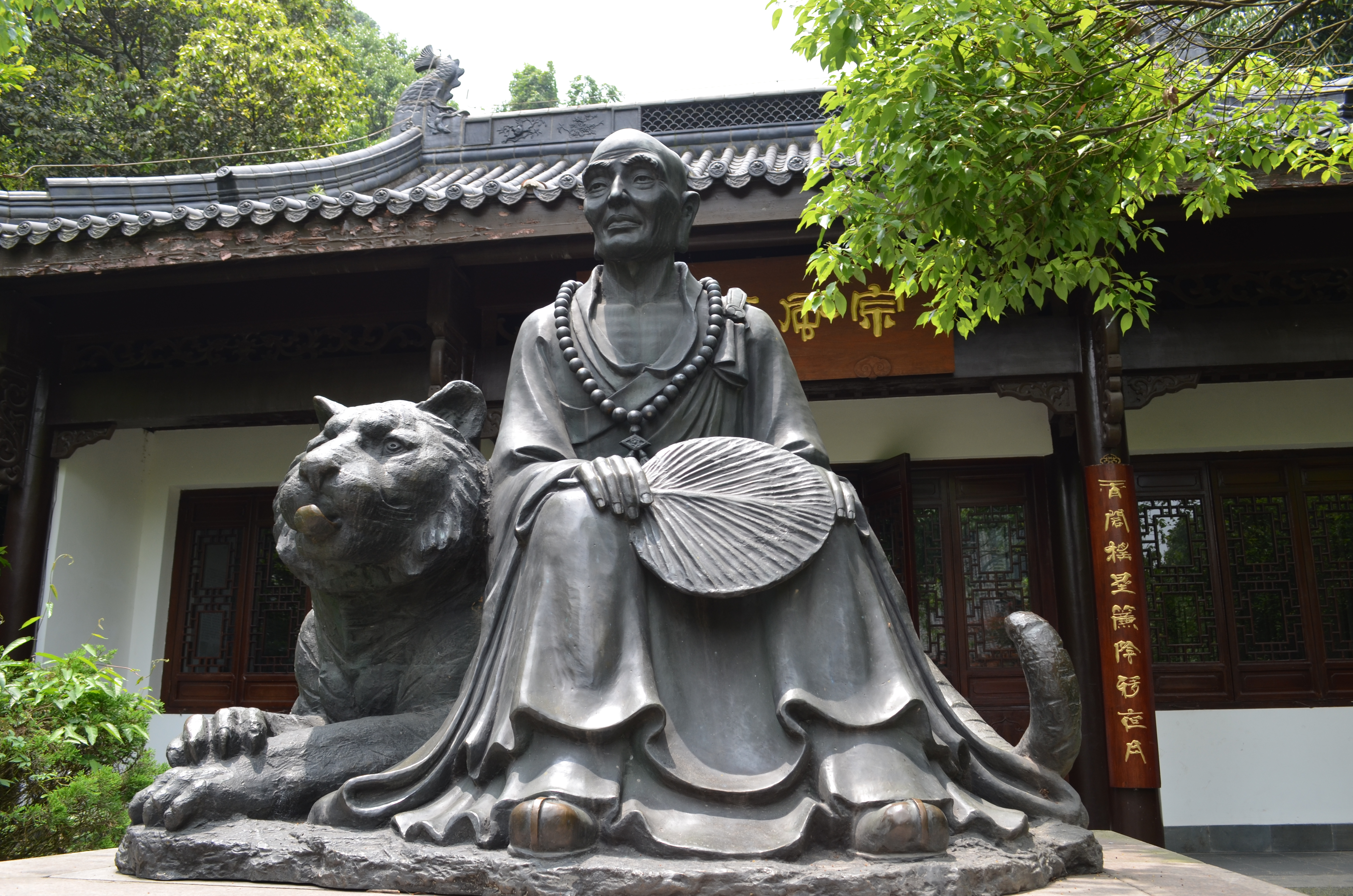 Wo heute ein Tempel steht, zähmte einst ein Mönch einen Tieger.