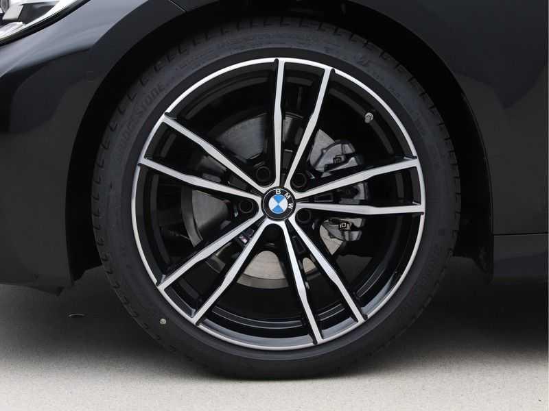 BMW 3 Serie 320i High Executive Model M Sport afbeelding 20