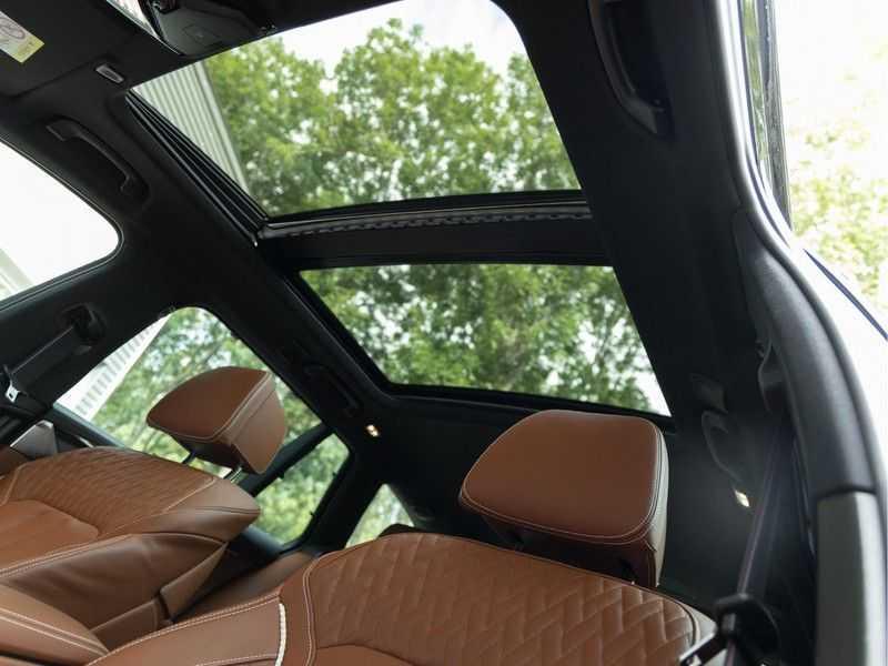 BMW 5 Serie Touring 530i xDrive M-Sport - Individual Leder - Trekhaak - Stoelventilatie afbeelding 7