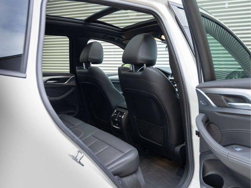 BMW X3 xDrive30i M-Sport - Trekhaak - ACC - Panorama - Head-up - Standkachel afbeelding 18