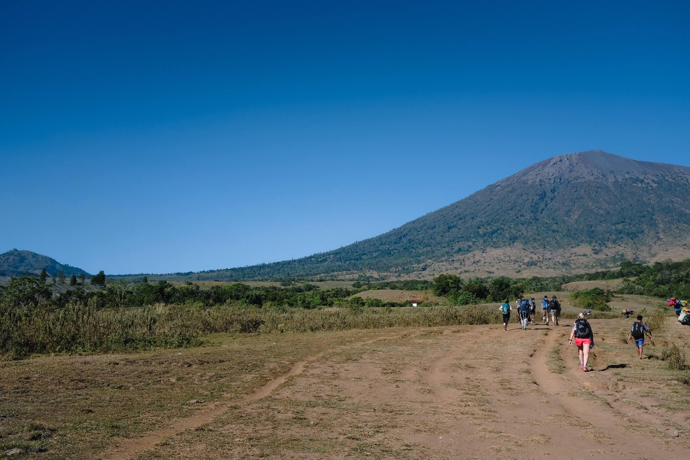 Walking to Rinjani