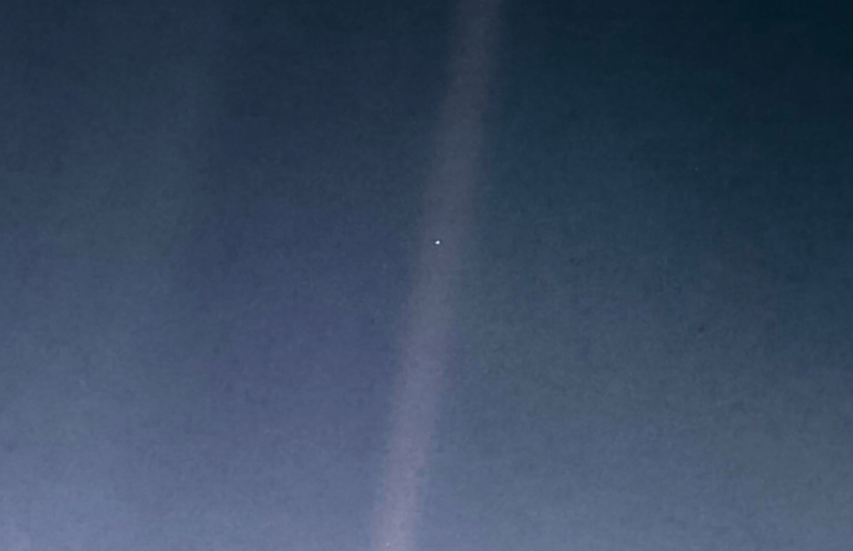 earth from voyager