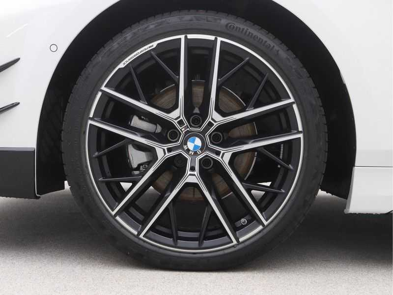 BMW 1 Serie 5-deurs 118i Executive Edition M-Performance Automaat afbeelding 22