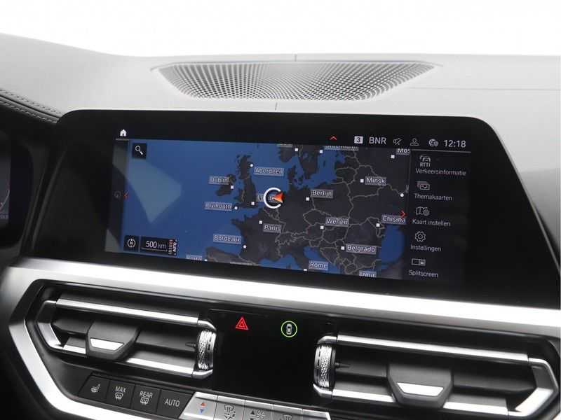 BMW 3 Serie 330i Touring High Executive M-Sport Automaat afbeelding 17