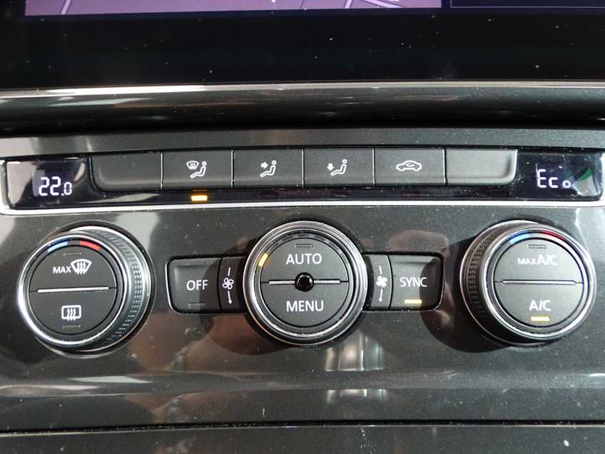Volkswagen e-Golf e-Golf MARGE! LED Navigatie Clima Cruise Warmtepomp Virtual CP Camera afbeelding 11