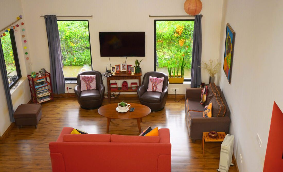 House in Sua Serenitea Malhar LIving room with wooden flooring