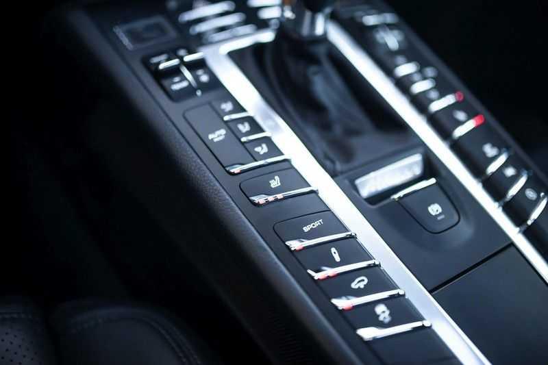 "Porsche Macan 3.0 D S *Pano / Luchtvering / 21"" Turbo / Sport Chrono* afbeelding 15"