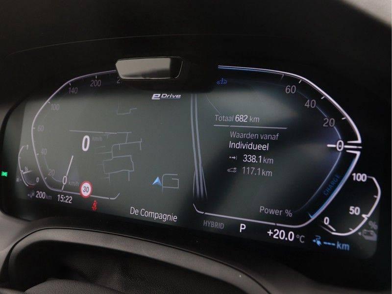 BMW 3 Serie Sedan 330e High Executive M-Sport Automaat afbeelding 3