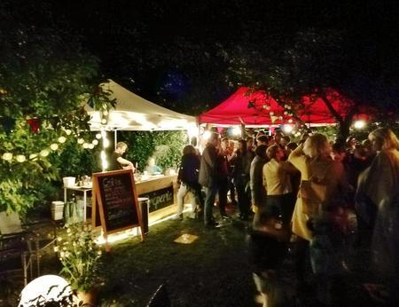 Mobiler Crêpes-Stand bei einem Hochzeits-Catering auf einer privaten Gartenparty in Köln
