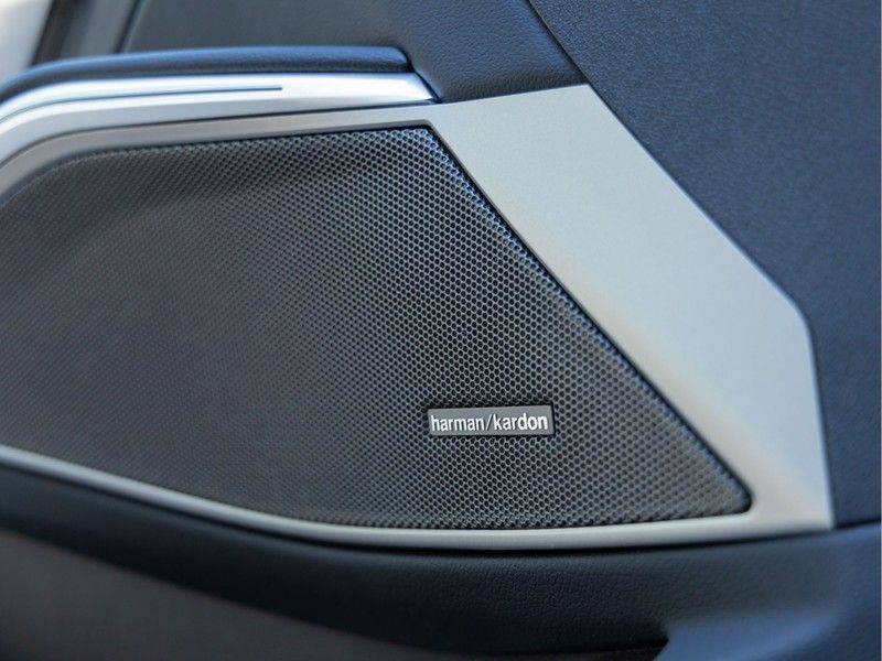 BMW 3 Serie Touring 330e xDrive M-Sport - Panorama - Active Cruise - Harman Kardon - Camera afbeelding 22