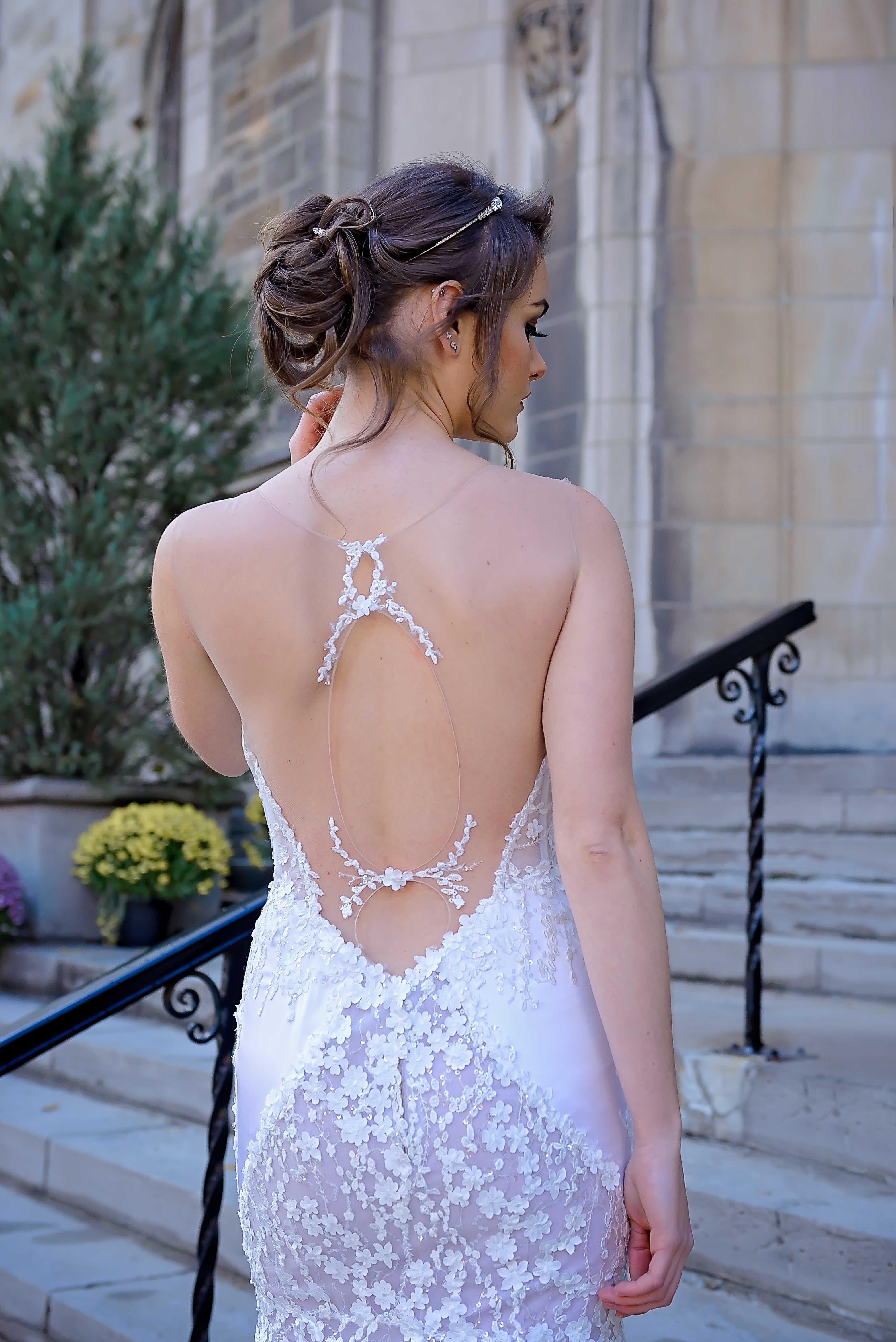 robes de mariee montreal lilia haute couture dos denude robe en dentelle florale