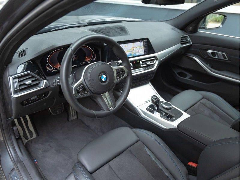 BMW 3 Serie Touring 330i M-Sport - Panorama - Trekhaak - Harman Kardon afbeelding 12
