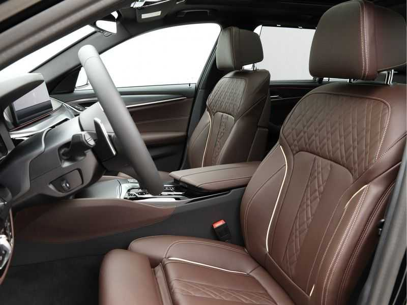 BMW 5 Serie Touring 530d High Exe M-Sport Face-lift ! afbeelding 10