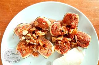 Roasted figs with honey