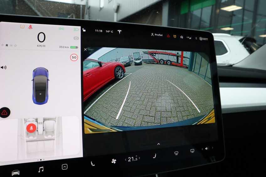 """Tesla Model 3 Long Range EX BTW 4% Bijtelling Navi Leder 18""""LM Blauw wit afbeelding 6"""