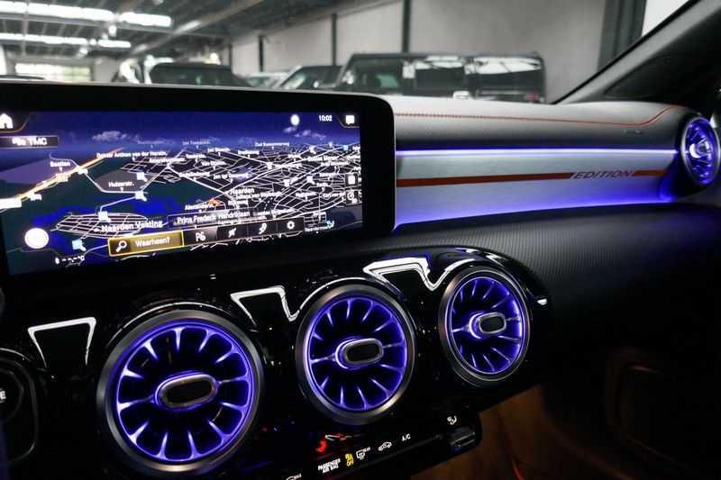 Mercedes-Benz CLA-Klasse Shooting Brake 200 d /// AMG Edition 1 Nightpakket - Sfeer verlichting afbeelding 18