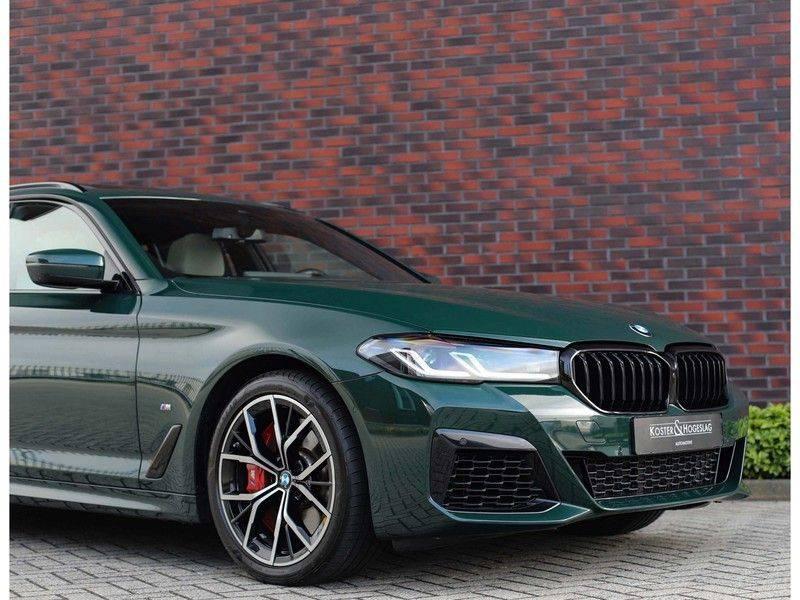 BMW 5 Serie 540i x-Drive *British Racing Green*HUD*Pano*Trekhaak* afbeelding 11