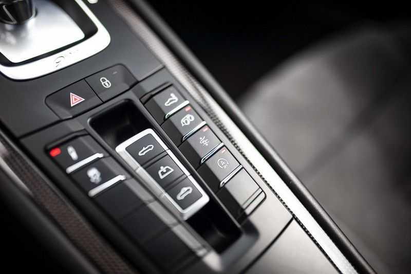 Porsche 911 Cabrio 991.2 3.0 Carrera 4 GTS *BOSE / Liftsysteem / Sport Chrono / DAB / PASM* afbeelding 23