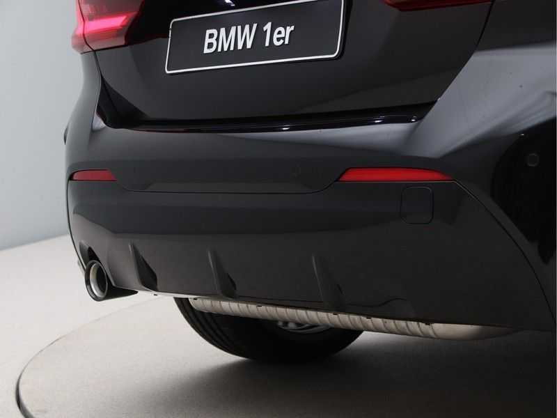 BMW 1 Serie 118i High Exe M-Sport Aut. afbeelding 16