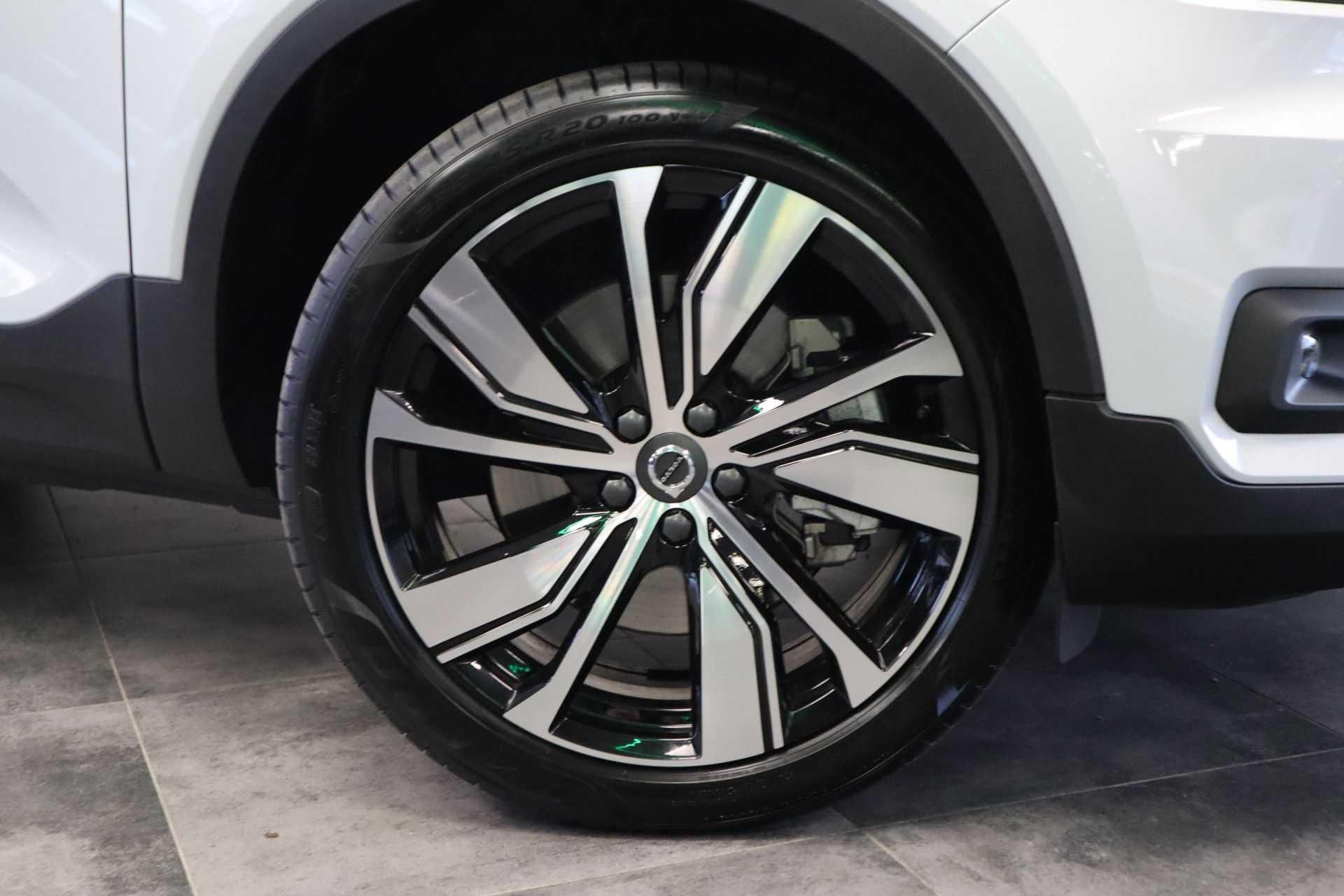 "Volvo XC40 Recharge P8 AWD R-Design EX BTW! Panoramadak 360 Camera 20""LM 8% Bijtelling Direct Leverbaar afbeelding 8"