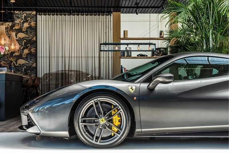 Ferrari 488 3.9 GTB HELE | Carbon | Passenger Display | Lifting | NP350.000,- afbeelding 17