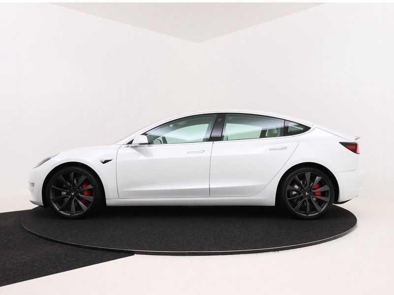 Tesla Model 3 Long Range All-Wheel Drive Performance Prijs is Incl. BTW   20'' grijze Performance-velgen   Performance upgrade   Performance remmen   Autopilot   afbeelding 3