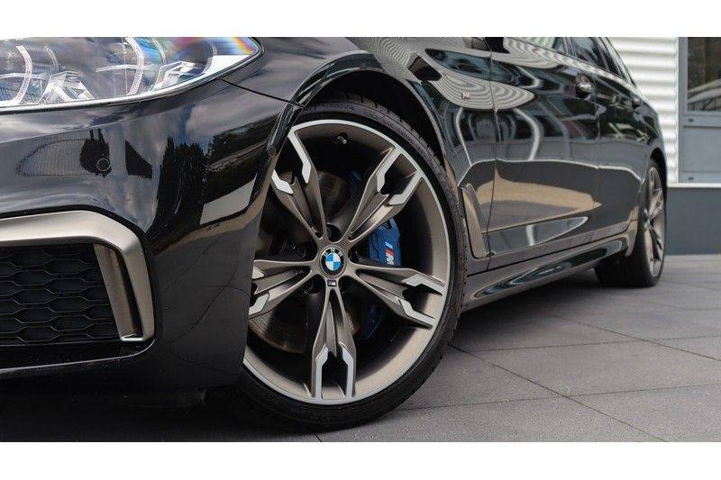 BMW 5 Serie Touring M550d xDrive High Executive Bowers & Wilkins, Head-Up Display, Soft-Close, Stoelventilatie afbeelding 24