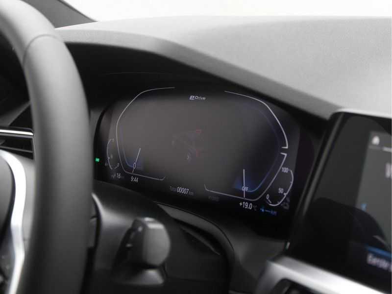 BMW 3 Serie 320e High Exe M-Sport Hybrid afbeelding 2