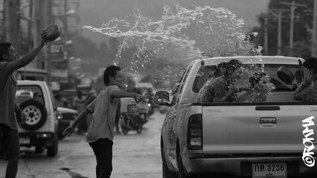Fumes - Songkran 2554, Water Festival - photo by ROKMA