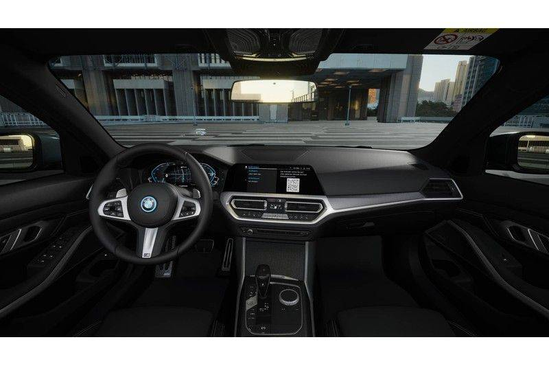 BMW 3 Serie Touring 330e High Exe Aut. M-Sport afbeelding 4
