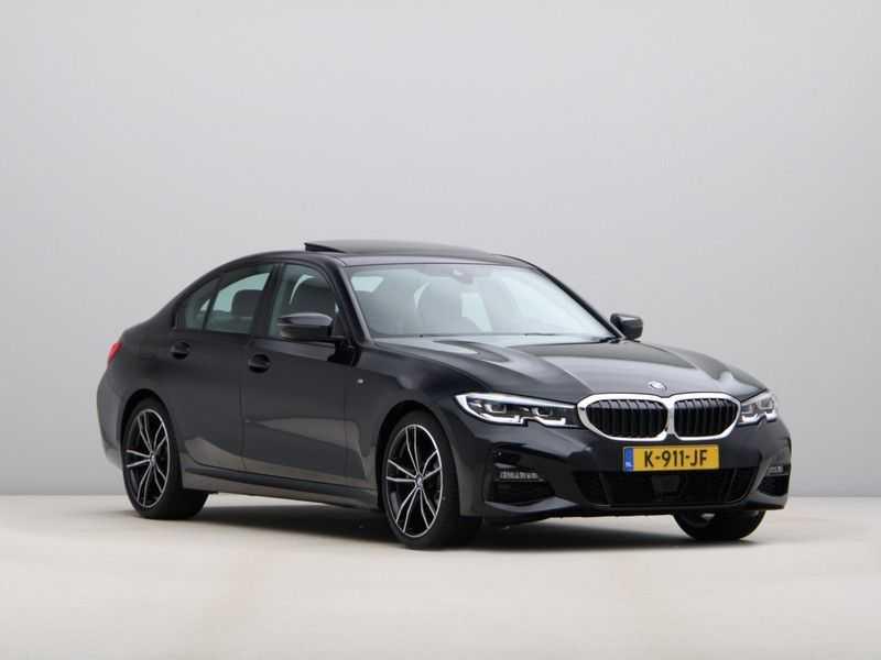 BMW 3 Serie 320i High Executive Model M Sport afbeelding 11