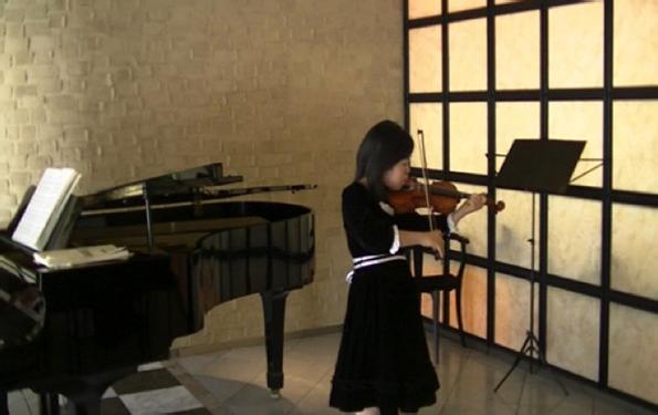 trisomy-21-yuuki-playing-violin