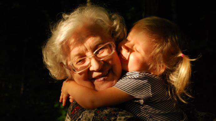 Granddaughter hugging grandmother (Photo: Ekaterina Shakharova)