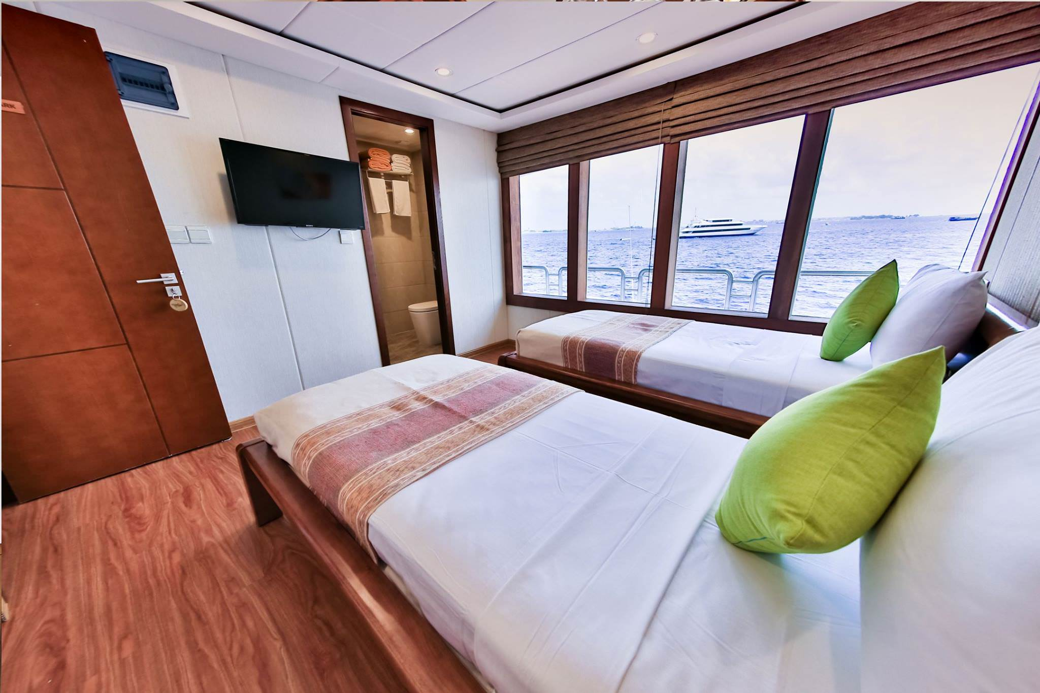 Carpe Novo Luxury Surf Charter Yacht Maldives Suite