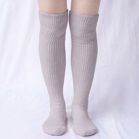 肌側シルクうるおい二重編靴下1