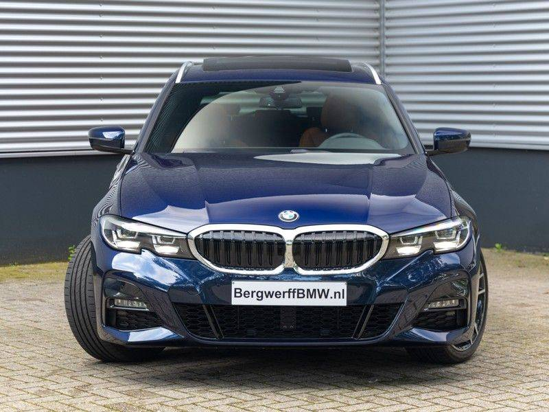 BMW 3 Serie Touring 330i M-Sport - Individual - Memoryzetels - Trekhaak - Panorama afbeelding 4