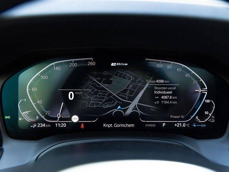 BMW 3 Serie Touring 330e xDrive M-Sport - Panorama - Active Cruise - Harman Kardon - Camera afbeelding 23