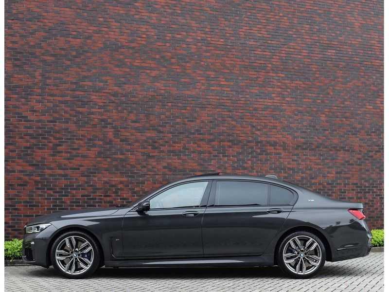 BMW 7 Serie M760Li xDrive *Dravit grey*Executive seats*Sky Lounge*Full option* afbeelding 20