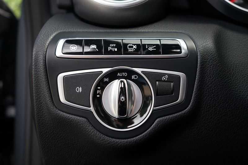 Mercedes-Benz C-Klasse Coupé 300 Prestige afbeelding 24