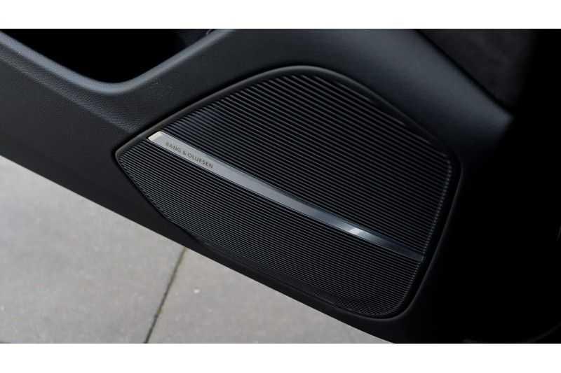 Audi Q8 55 TFSI quattro S-Line, Panoramadak, B&O, Massage, Ruitstiksel, Trekhaak afbeelding 10