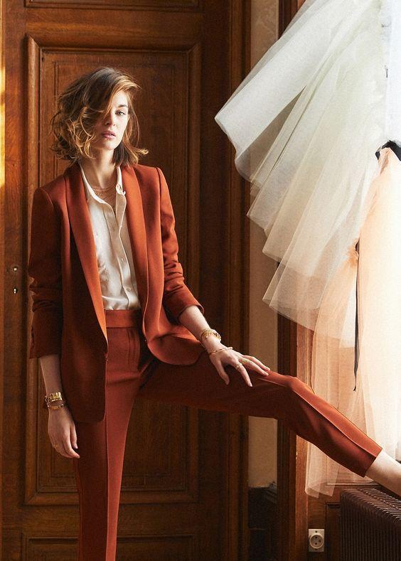Costume pour femme orange ajusté