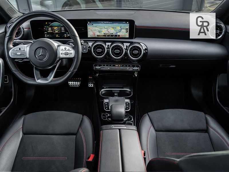 Mercedes-Benz A-Klasse A200 Launch Edition Premium Plus afbeelding 3