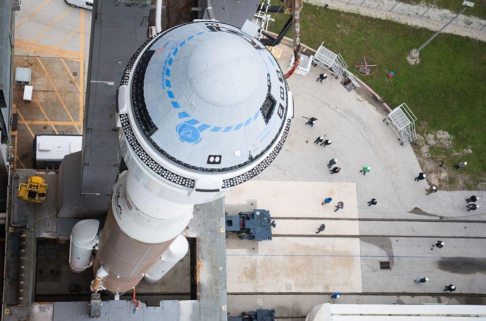 "Imaginea 1: Racheta Altas V N22, cu capsula CST-100 Starliner ""Calypso"", înainte de lansare."