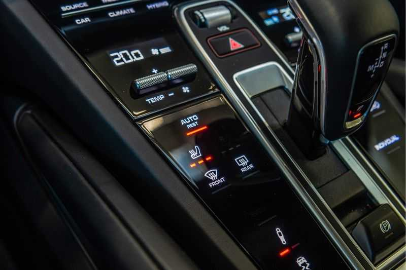 Porsche Cayenne E-Hybrid | Sport-Chrono | Panorama | BOSE | PASM | Adaptieve Sportstoelen afbeelding 20