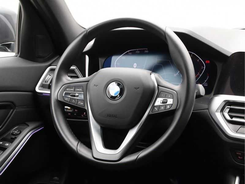 BMW 3 Serie Touring 330i Executive Edition afbeelding 10