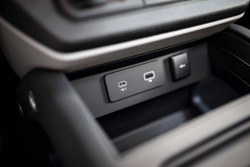 Land Rover Defender 110 2.0 D240 S 7p. *Meridian / Pano / DAB / LED / Elektr. Trekhaak / Standkachel* afbeelding 21
