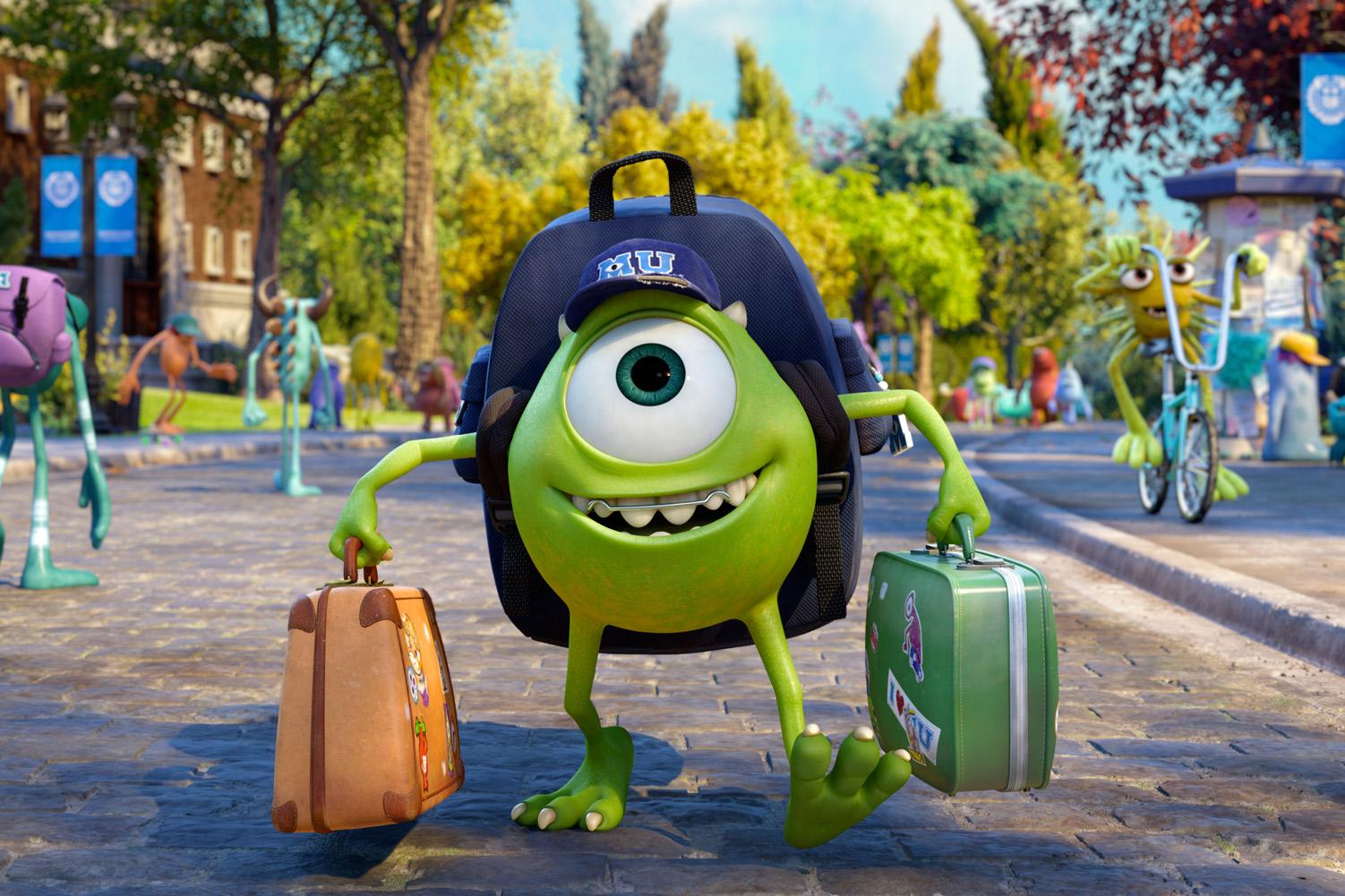 Max chega na universidade com suas malas