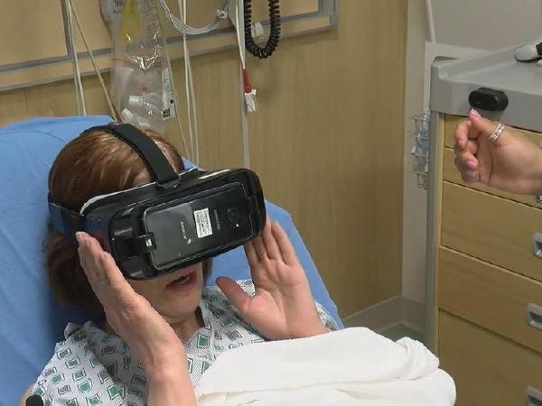 """""""가상현실(VR) 활용해 환자 치료해요"""""""